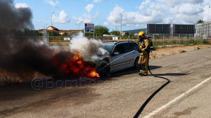 Arde un vehículo estacionado cerca del hipódromo de Son Pardo