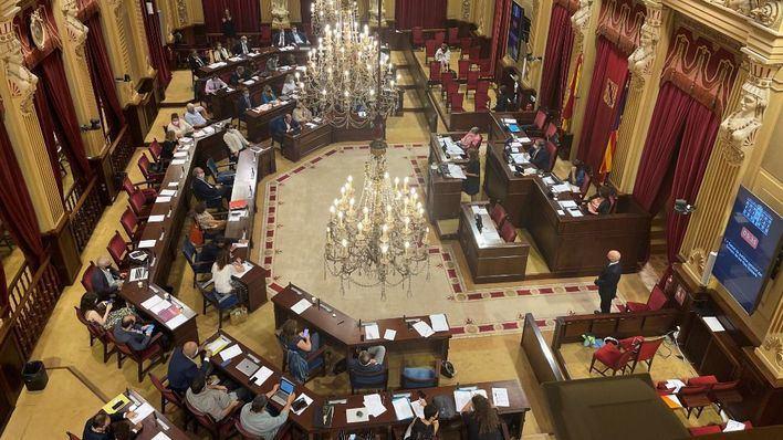 El Parlament aprueba facilitar productos de higiene íntima a las alumnas sin recursos
