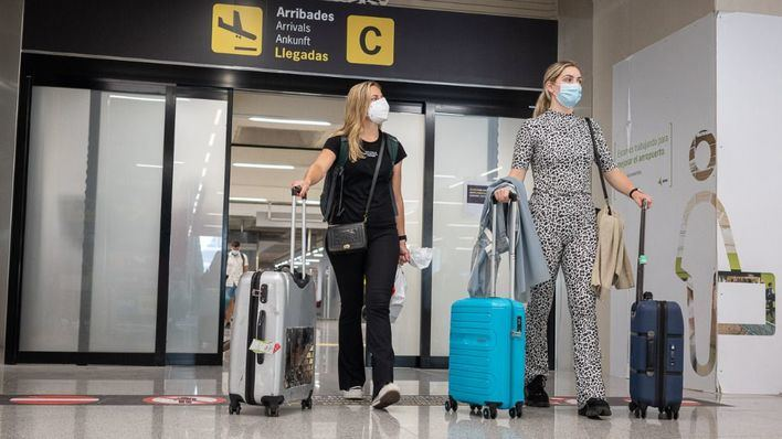 Más de mil vuelos programados, este domingo, en los aeropuertos de las islas