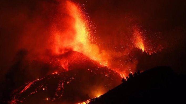 Un centenar de casas arrasadas y 5.000 evacuados tras la erupción del volcán de La Palma