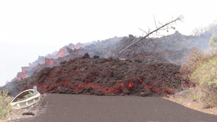 Alertan de los efectos tóxicos que se emitirán al aire cuando la lava del volcán de La Palma llegue al mar