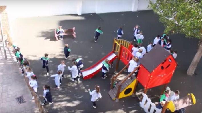5.000 firmas para exigir 'ya' el fin de la mascarilla en los patios de colegio