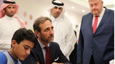 Bauzá visita a niños afganos refugiados en Doha