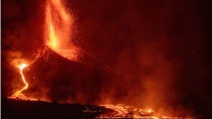 La lava del volcán de La Palma se acerca al mar y obliga a confinar a más poblaciones