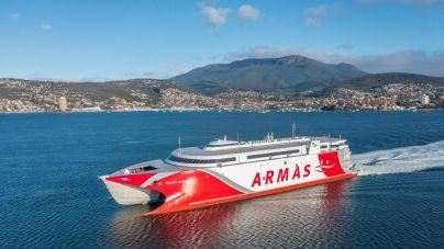 El fast ferry Volcán de Taidía zarpa de Australia en su viaje a España