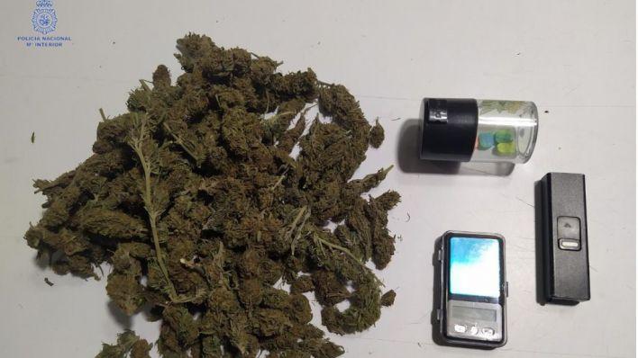 Dos detenidos en el Coll con pastillas de éxtasis y marihuana encima