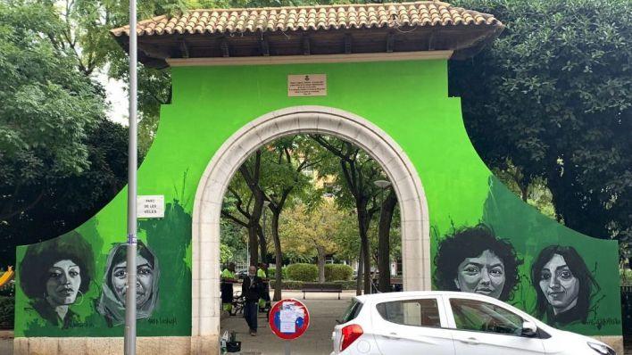 Enfado por el mural reivindicativo de Cort en la emblemática puerta del Parc de Ses Veles