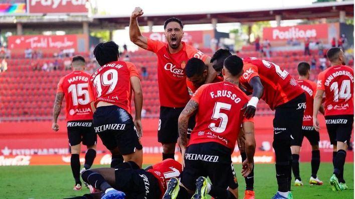 El Mallorca frena su mala racha y derrota al Levante en un partido de infarto