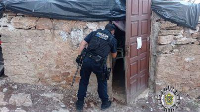 Desmantelan un asentamiento en Ibiza que almacenaba una tonelada y media de residuos