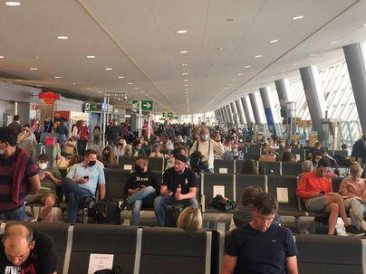 Fin a la prohibición de entrar a los aeropuertos como acompañantes