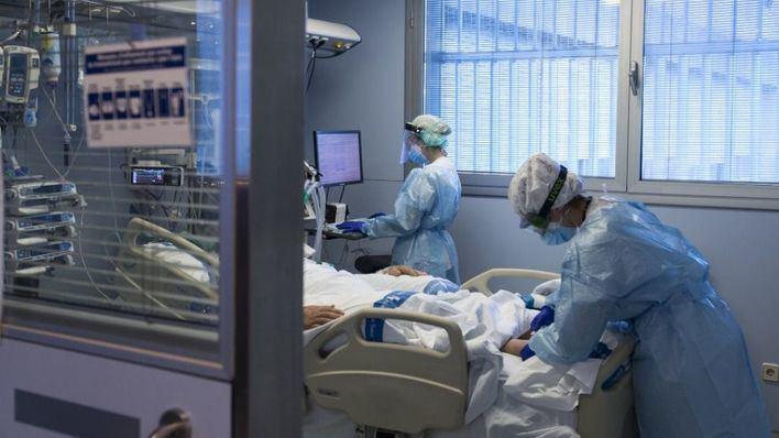 Algo más de 500 pacientes con coronavirus se mantienen ingresados en la UCI de hospitales españoles