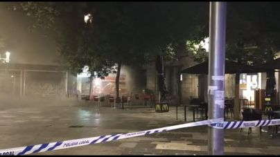 Desalojados decenas de vecinos por un incendio en el Burger King de plaza España