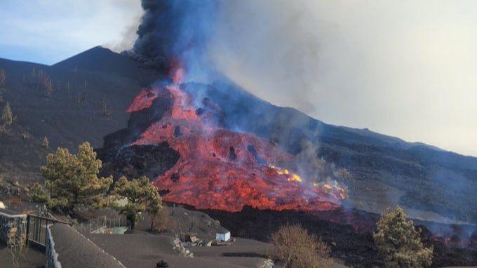 EN DIRECTO   La lava del volcán de La Palma ha arrasado ya casi 1.500 edificaciones