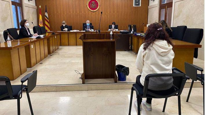 Condenada a tres años y diez meses de prisión por apuñalar a su pareja tras una discusión