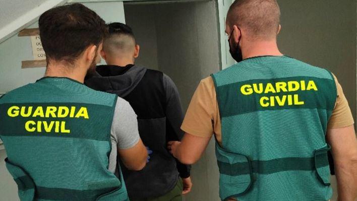 Un joven de 18 años, detenido por cuatro robos con violencia en Ibiza