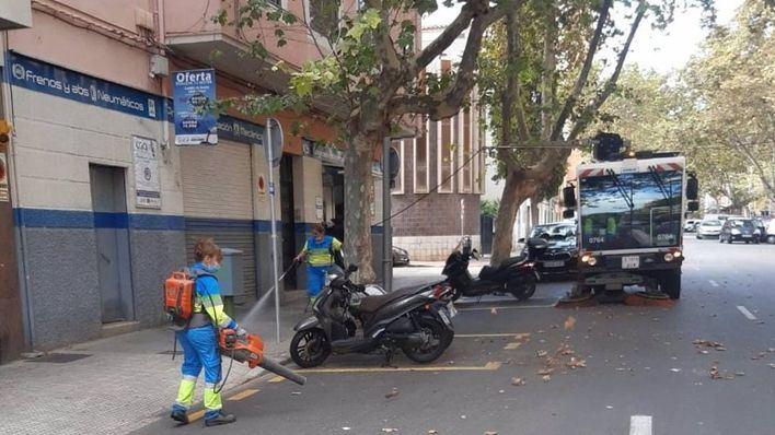 Plan de choque de limpieza en Palma con más operarios y compra de nueva maquinaria