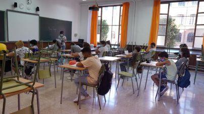 El Govern no baraja la retirada de la mascarilla en los patios escolares