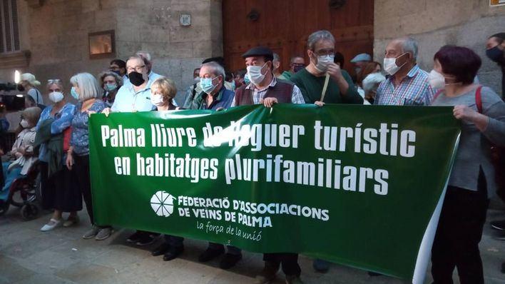 Vecinos de Palma protestan contra la sentencia que tumbó la prohibición del alquiler turístico