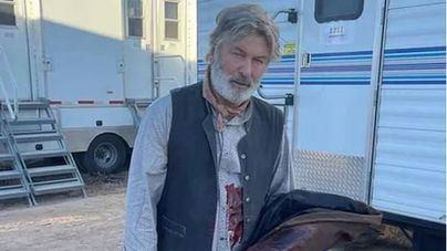 Alec Baldwin mata accidentalmente a una mujer en el rodaje de su última película