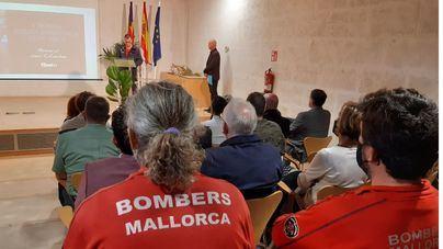 La Feria de Cuerpos de Emergencia rinde homenaje al suboficial de Bombers de Mallorca Joan Cifuentes