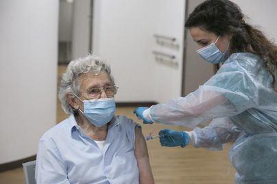 Comienza la vacunación contra la gripe y la covid a mayores de 70