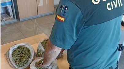 Detenido un joven con un kilo de marihuana en el maletero de su coche
