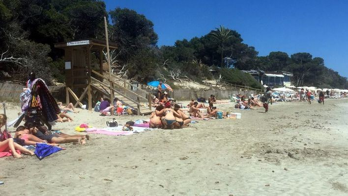 Proliferan los vendedores en playas como Ses Salines