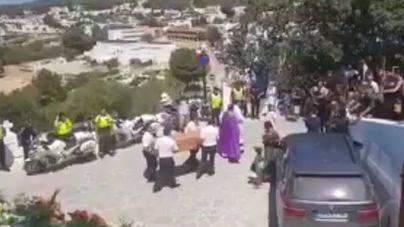 Multitudinaria despedida a Ángel Nieto en Santa Eulària