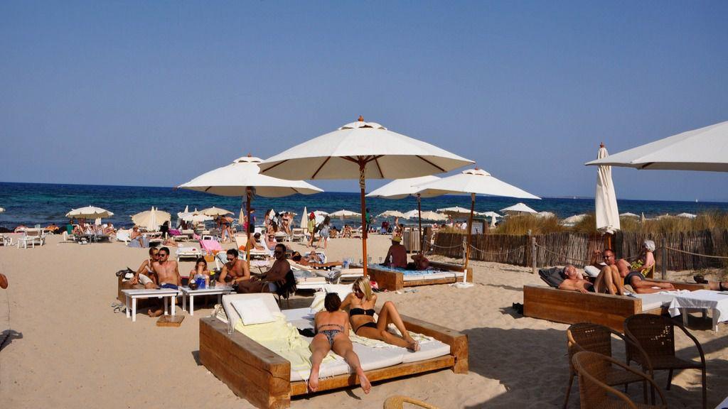 Sant josep suprimir hamacas y sombrillas en las playas naturales - Fotos de hamacas en la playa ...