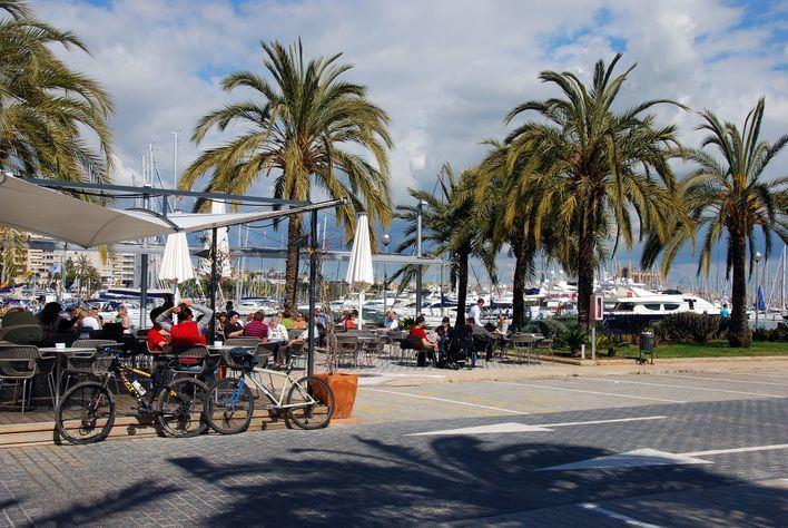 La APB reduce las tasas a las terrazas de bares y restaurantes 'al mínimo legal'