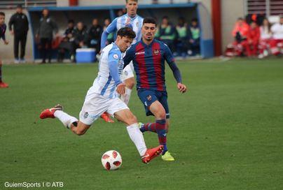 El Atlético Baleares sigue líder tras una complicada victoria ante el Levante
