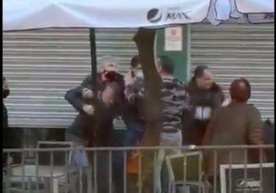 Detenidos dos policías en Linares por agredir a un padre y a su hija