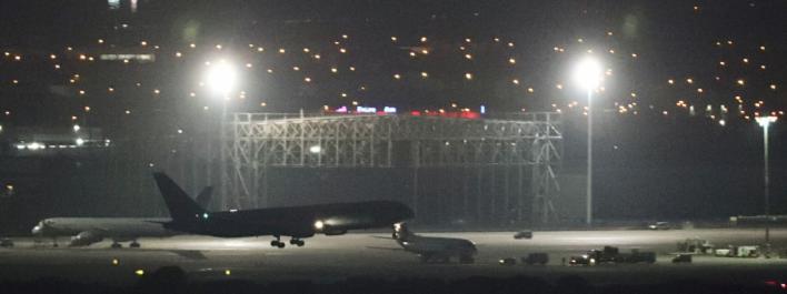 Aterriza con éxito en Barajas el Boeing con el tren de aterrizaje dañado