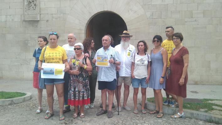 Entregan 10.000 firmas al Govern para limitar el turismo de cruceros en Palma