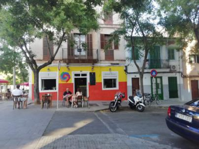 Arca pide a Cort que retire las pinturas de la fachada de un comercio en Santa Catalina