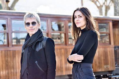 """Ariel Rot y Maika Mokovski viajan en el Ferrocarril de Sóller para grabar el programa """"Un país para escucharlo"""""""