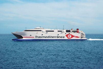 El Grupo Armas Trasmediterránea fortalece el puente marítimo entre las capitales canarias