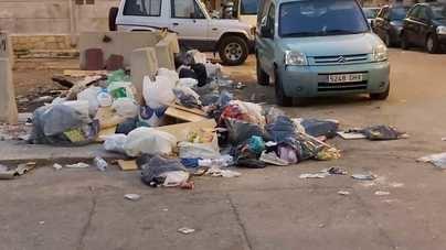 La falta de contenedores convierte a Camp Redó en un vertedero