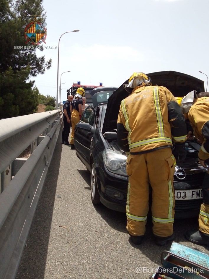 Sofocan un incendio en un vehículo en la autopista de Inca