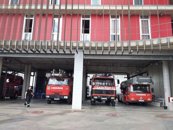 Un incendio originado en un horno obliga a desalojar un bloque de viviendas en Palma