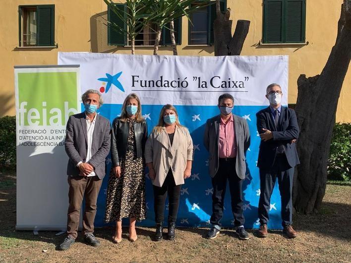 Caixabank aporta más de 50.000 euros para la compra de productos tecnológicos para niños vulnerables