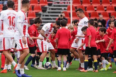 Cien chicos retan en un partido de fútbol al primer equipo del Mallorca