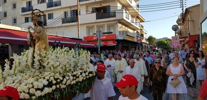 Capdepera celebra su tradicional procesión marinera de la Virgen del Carmen