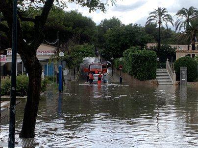 La tormenta descarga sobre Capdepera inundando numerosas calles de la localidad