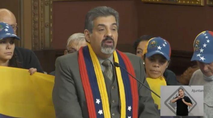 Venezolanos en Palma piden en el pleno de Cort que se reconozca a Guaidó como presidente del país
