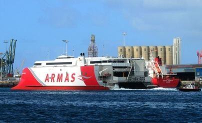 El catamarán 'Volcán de Tagoro', el fast ferry más avanzado del mundo, arriba a Canarias