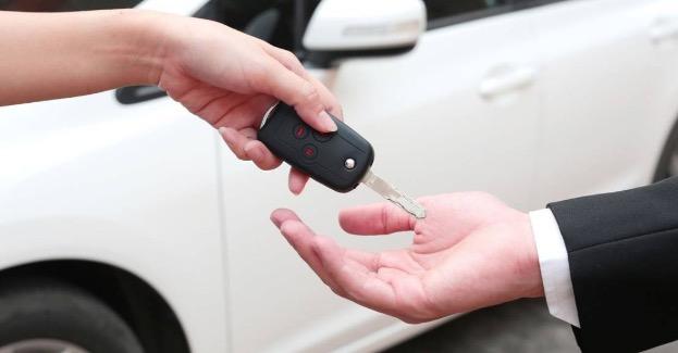 Alquiler de coches a una empresa local: la excelencia de las vacaciones en Menorca