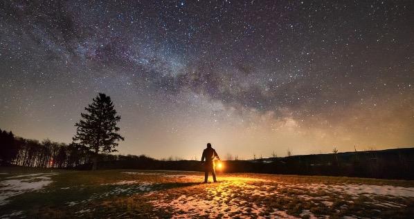 ¿Qué necesitas en una acampada nocturna para ver las estrellas?