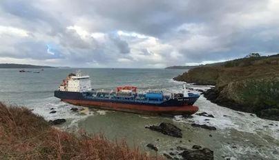 Suspenden el tercer intento de reflotar el Blue Star, quimiquero encallado en las costas de Galicia