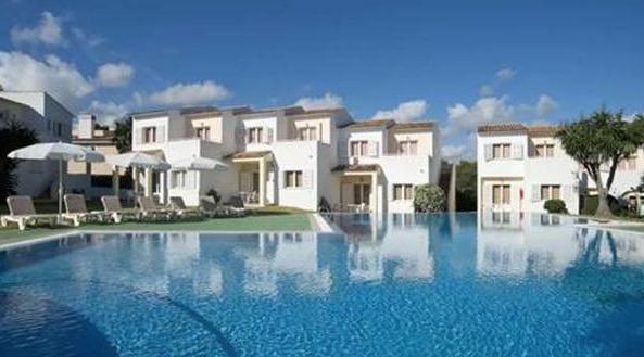 Sineu Inversiones compra un apartahotel de la Sareb en Cala Mendía por tres millones de euros